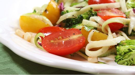 Recipe: Zucchini noodle salad [Video]